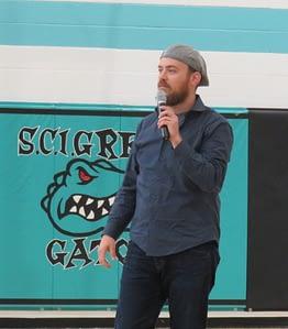 Ari Gunzburg speaking at a Maximum Security Prison
